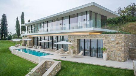 Hỏi chuyên gia kiến trúc và nội thất về mẫu biệt thự hiện đại?